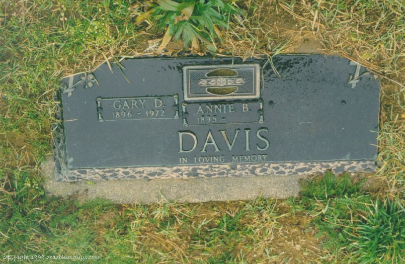 Rev. Gary Davis Headstone #2 - Jim Walton - December 1999