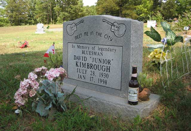Kimbrough Chapel Cemetery, Hudsonville, MS - Mark Low - 2006